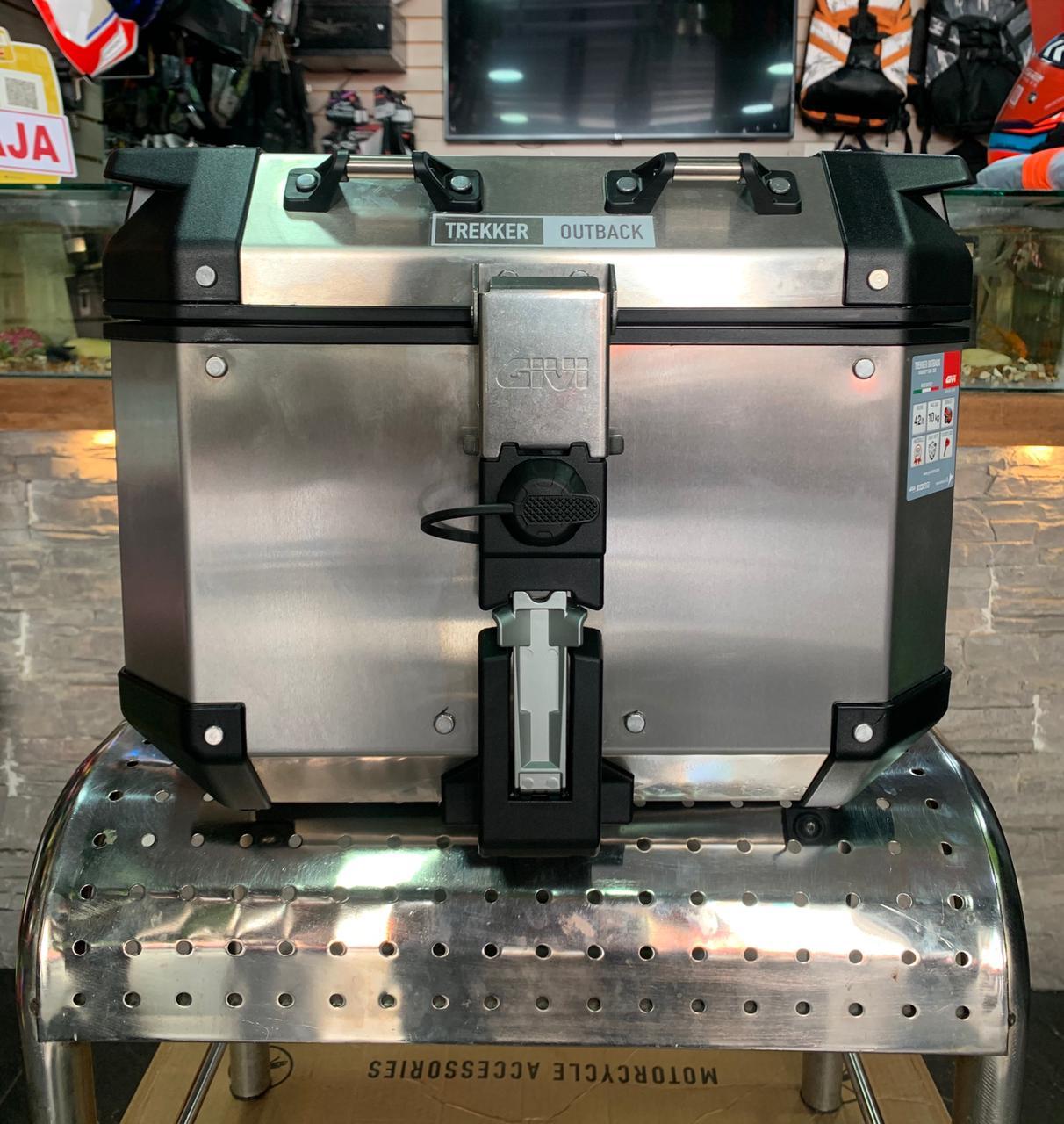 Maletero / Baul Givi Trekker Outback de 42 litros Metalico / aluminio - Adrian Store