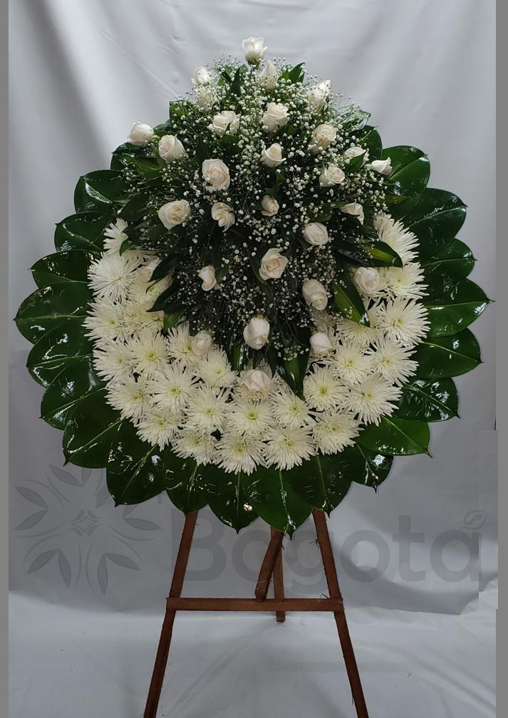 Corona con rosas y crisantemas