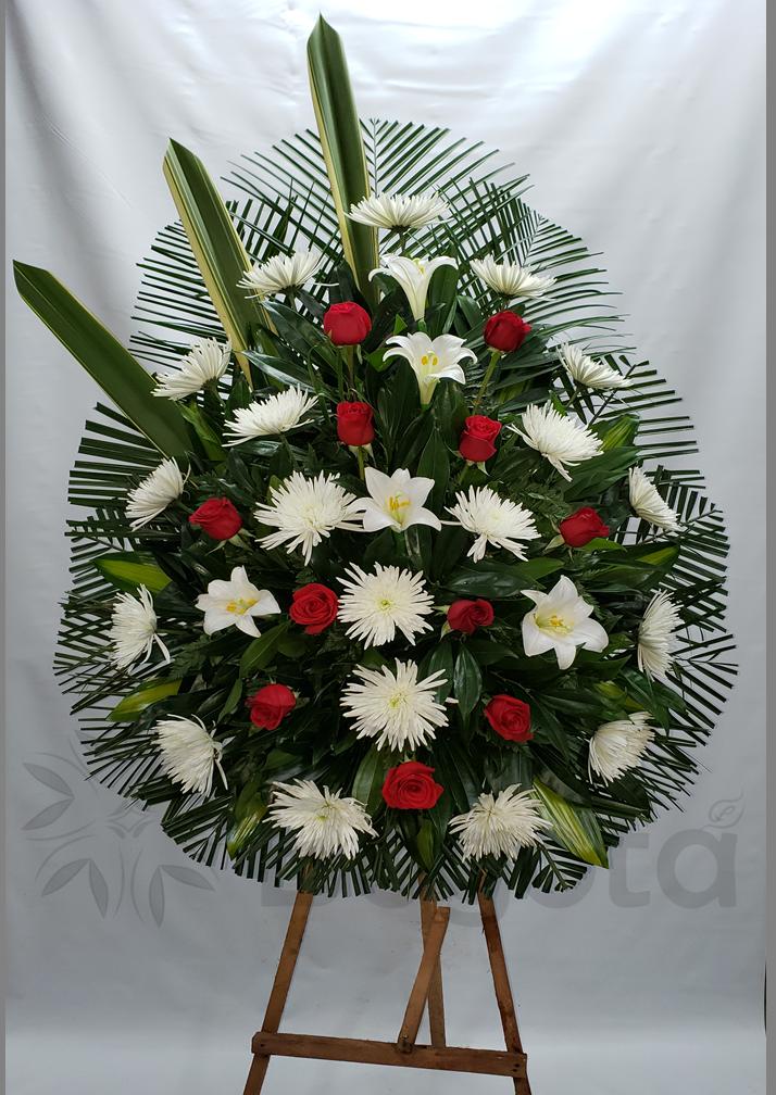 Pedestal con rosas y crisantemas
