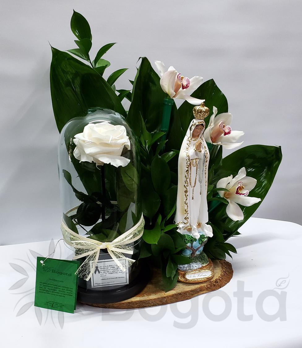 virgen con rosa preservada, eternas, inmortalizada