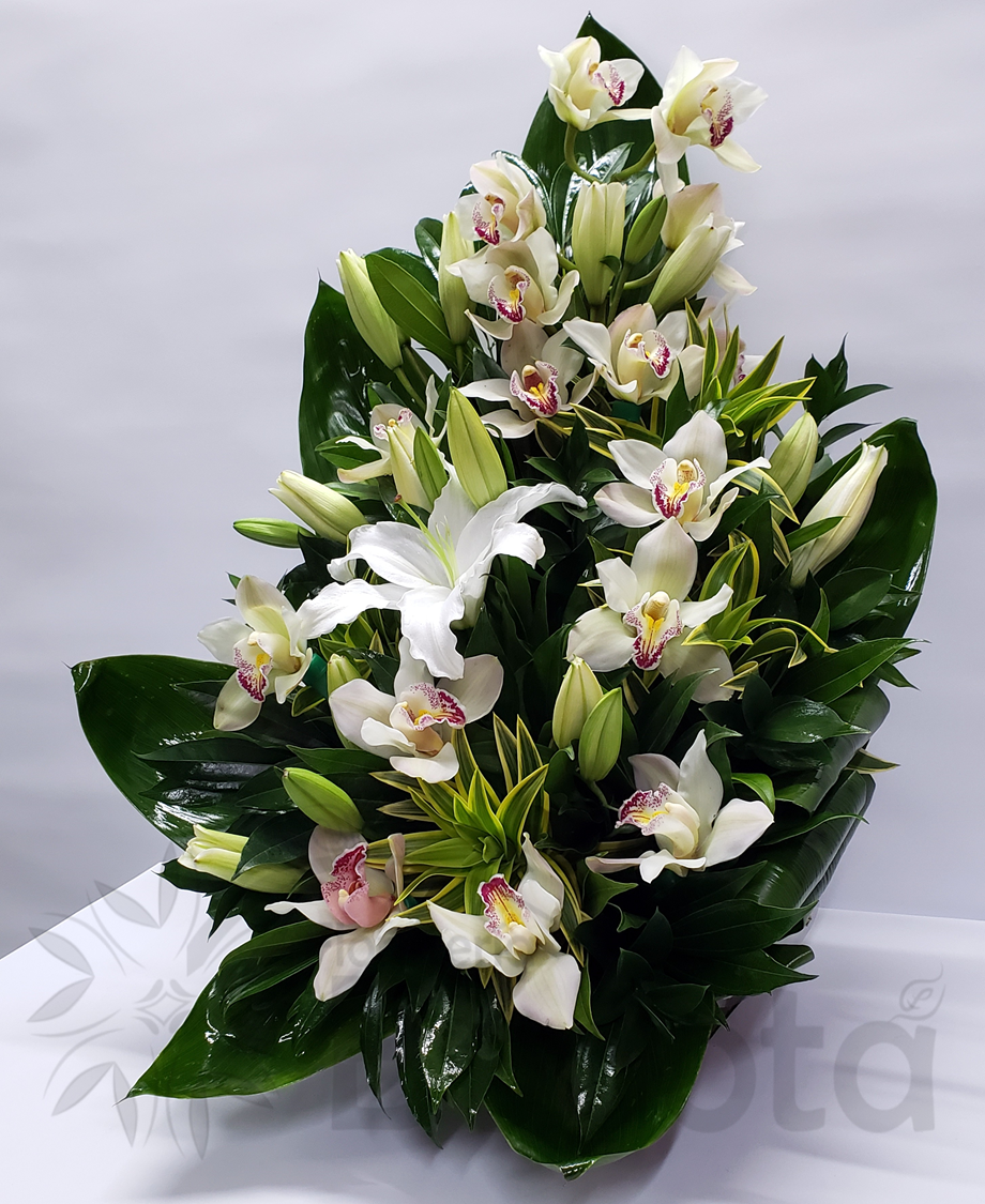 Arreglo orquideas y lirios